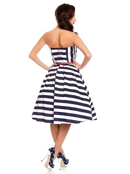 Pruhované šaty s páskem jako doplňek. Námořnická modro bílá barva - modelka