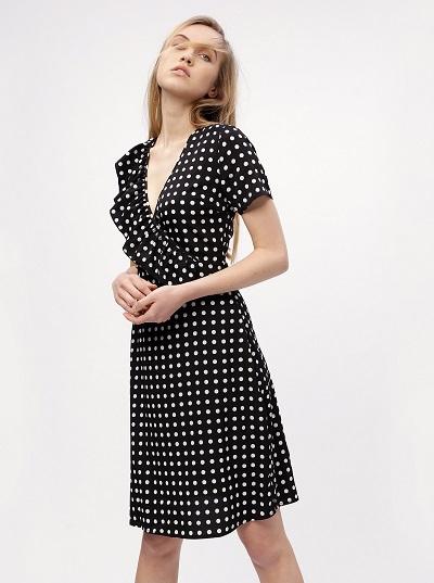 c46e3530fc4 Elegantní černé puntíkaté šaty Missguided